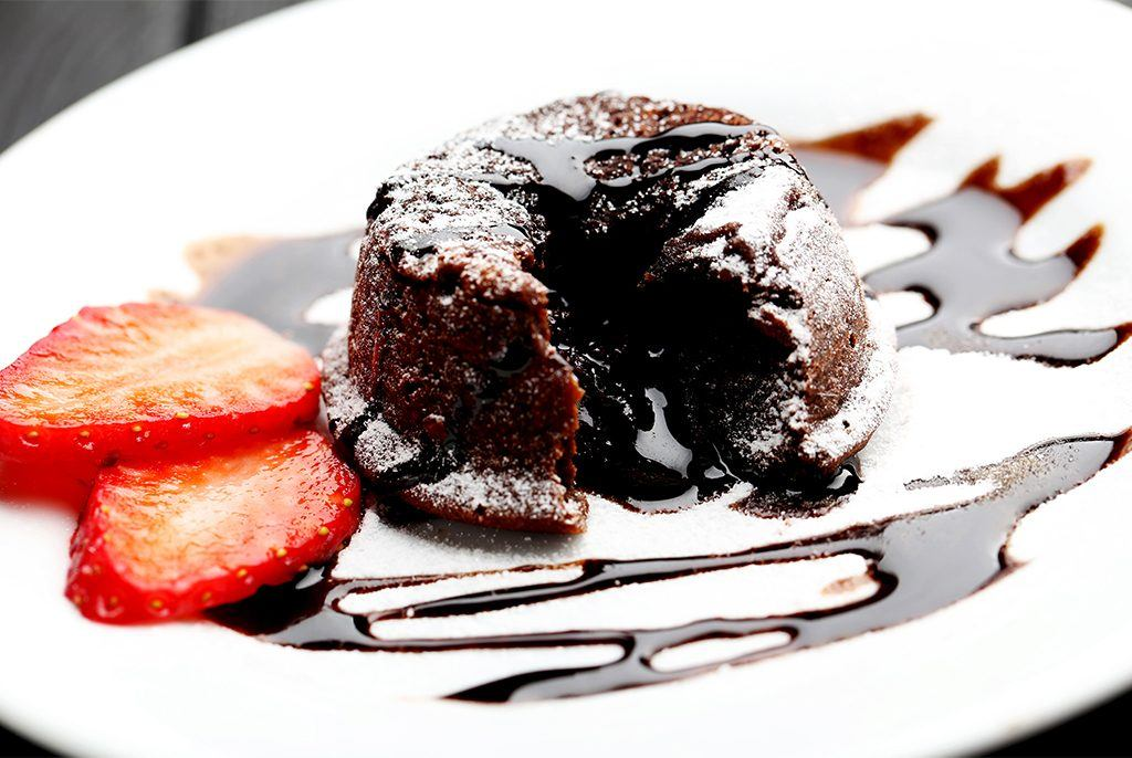 Chocolate cake with strawberries